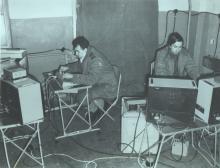 Операторы комплексов «Мобот-Ч-ХВ-2» во время работы
